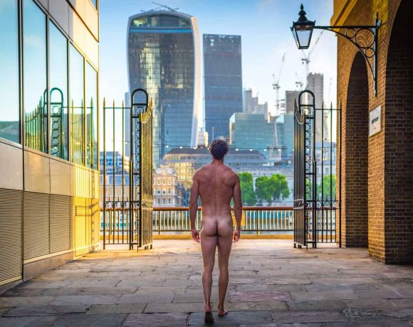 thenakedprofessor-nudo-a-Londra-per-anorgasmia