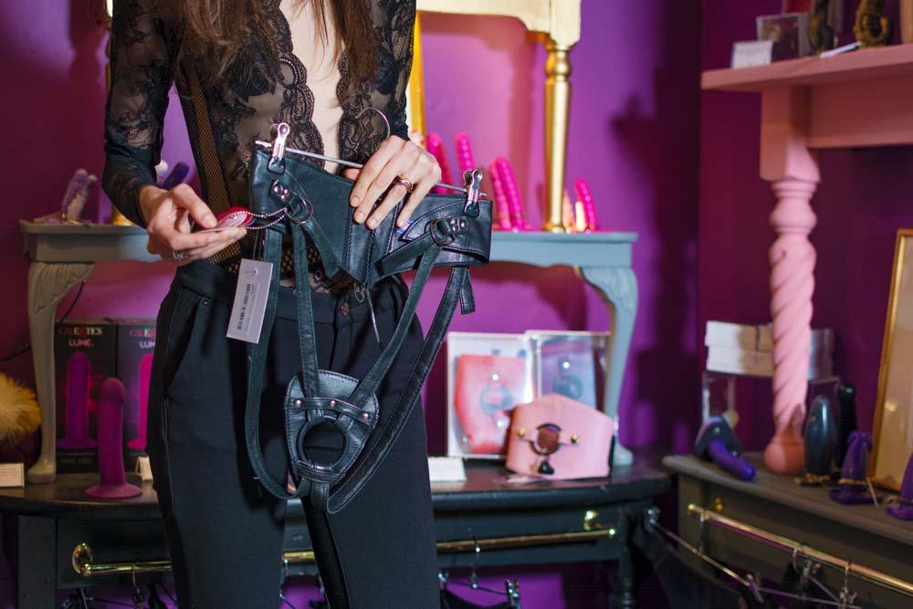 strap-on harness sex hop londra