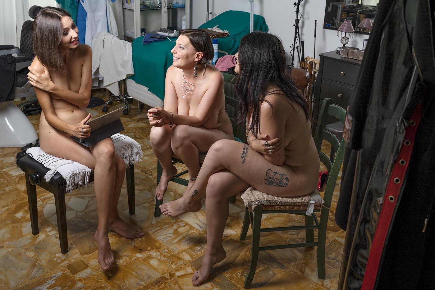Mistress e figlia durante intervista nuda